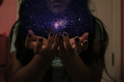 girl-lights-magic-nails-Favim.com-114789